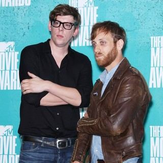 The Black Keys in 2012 MTV Movie Awards - Press Room