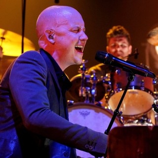 Isaac Slade, The Fray in Kelly Clarkson and The Fray Performing