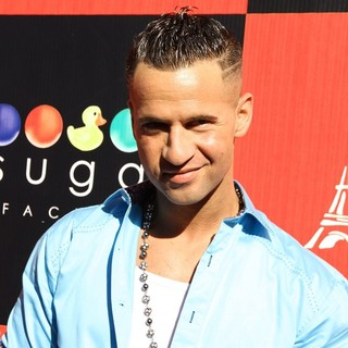 The Situation in The Situation Hosts An Autograph Signing Session at The Sugar Factory