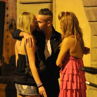The Situation in Jersey Shore Cast Member Kisses Two Pretty Girls Goodbye