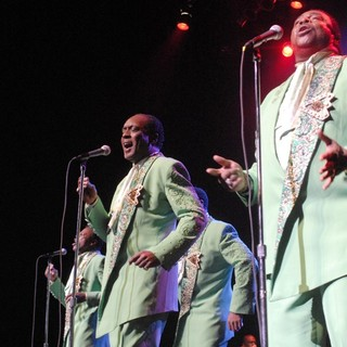 The Temptations Performing Live - the-temptations-performing-live-01
