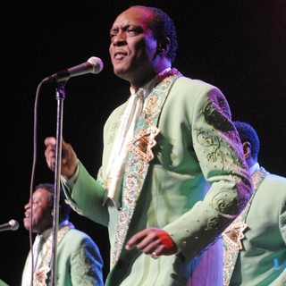 The Temptations Performing Live - the-temptations-performing-live-02