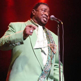 The Temptations Performing Live - the-temptations-performing-live-06