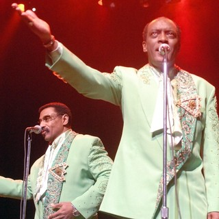 The Temptations Performing Live - the-temptations-performing-live-08