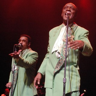 The Temptations Performing Live - the-temptations-performing-live-10