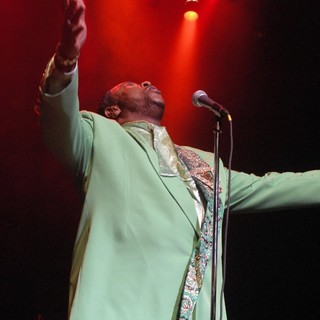 The Temptations Performing Live - the-temptations-performing-live-11