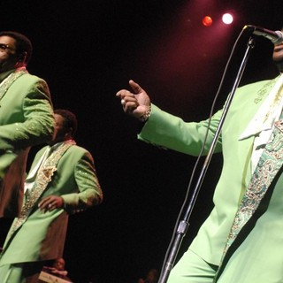 The Temptations Performing Live - the-temptations-performing-live-13