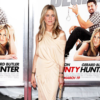 Jennifer Aniston in Premiere of 'The Bounty Hunter' - Arrivals