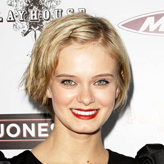 Sara Paxton in Los Angeles Premiere of 'The Joneses' - the_joneses_003_wenn5457453