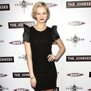 Sara Paxton in Los Angeles Premiere of 'The Joneses'