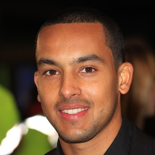 The Twilight Saga's Breaking Dawn Part I UK Film Premiere - Arrivals - theo-walcott-uk-premiere-breaking-dawn-1-01