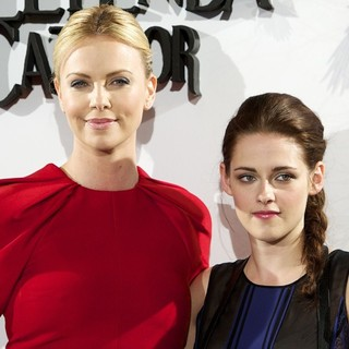 Charlize Theron, Kristen Stewart in Snow White and the Huntsman Photocall