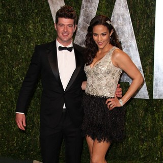 Robin Thicke in 2012 Vanity Fair Oscar Party - Arrivals - thicke-patton-2012-vanity-fair-oscar-party-02