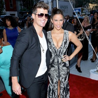 Robin Thicke, Paula Patton in World Premiere of 2 Guns - Arrivals