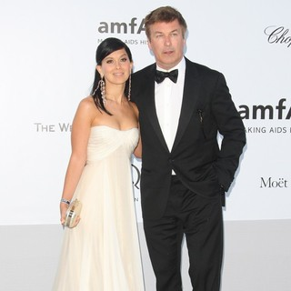 Hilaria Thomas, Alec Baldwin in AmfAR's Cinema Against AIDS Gala 2012 - During The 65th Annual Cannes Film Festival