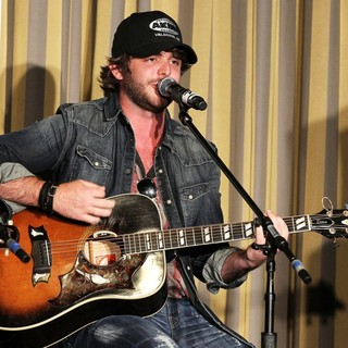 Thomas Rhett in Outnumber Hunger Benefit to Fight Hunger