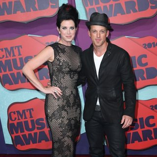 Thompson Square in 2014 CMT Music Awards - Arrivals