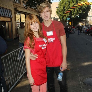 Bella Thorne, Tristan Klier in The Los Angeles Mission's Thanksgiving for Skid Row Homeless