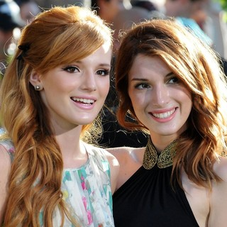 Bella Thorne, Dani Thorne in The World Premiere of The Odd Life of Timothy Green - Arrivals