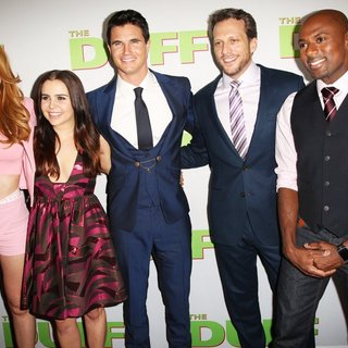 Bella Thorne, Mae Whitman, Robbie Amell, Ari Sandel, Romany Malco in Los Angeles Fan Screening of The DUFF - Red Carpet Arrivals