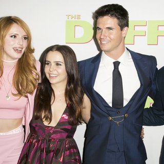 Bella Thorne, Mae Whitman, Robbie Amell, Ari Sandel in Los Angeles Fan Screening of The DUFF - Red Carpet Arrivals
