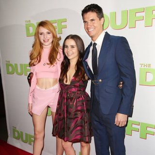 Bella Thorne, Mae Whitman, Robbie Amell in Los Angeles Fan Screening of The DUFF - Red Carpet Arrivals