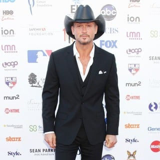 Tim McGraw in Stand Up To Cancer 2012 - Arrivals