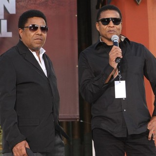 Tito Jackson, Jackie Jackson in Michael Jackson's Family and Children Immortalized Their Late Father in Cement