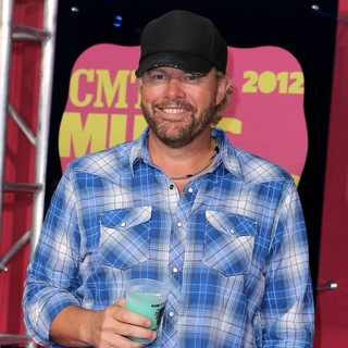 Toby Keith in 2012 CMT Music Awards - toby-keith-2012-cmt-music-awards-01