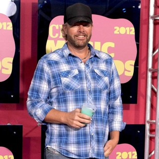Toby Keith in 2012 CMT Music Awards - toby-keith-2012-cmt-music-awards-02