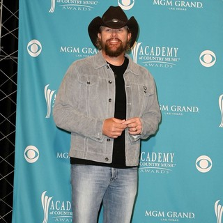 Toby Keith in The 45th Annual Academy of Country Music Awards - Press Room - toby-keith-45th-annual-academy-of-country-music-awards-press-room-02