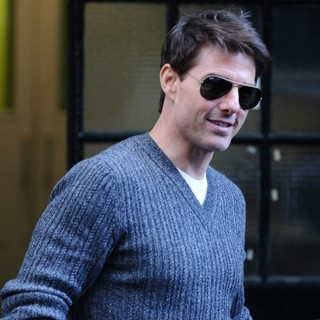 Tom Cruise - Tom Cruise Leaving An Office Building