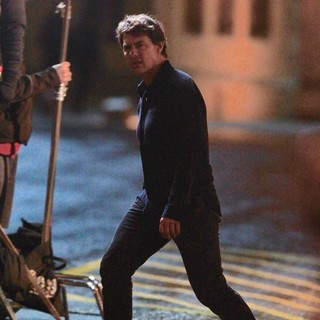Tom Cruise - On The Set of The Mummy
