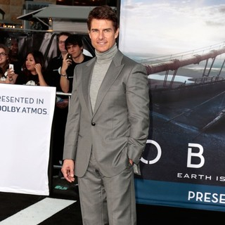 Tom Cruise in Los Angeles Premiere of Oblivion - tom-cruise-premiere-oblivion-08