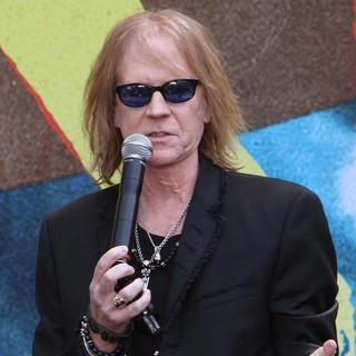 Tom Hamilton, Aerosmith in Aerosmith Announce Their New Global Warming Tour