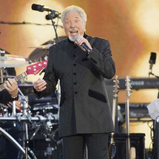 Tom Jones in The Diamond Jubilee Concert
