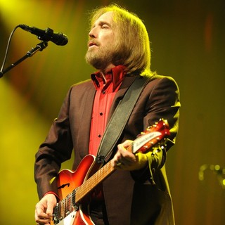 Tom Petty - Tom Petty and the Heartbreakers Performing