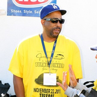Tone Loc in Celebrities Come Out to Feed The Homeless for Thanksgiving