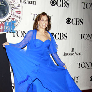 Valerie Harper in The 64th Tony Awards - Arrivals