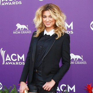 Tori Kelly in 48th Annual ACM Awards - Arrivals