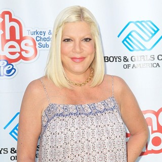 Tori Spelling in Tori Spelling Join The Lunchables Team and Club Kids to Build A Sport Court at Boys and Girls Club