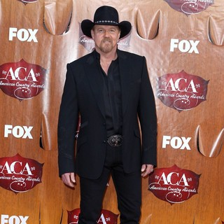 Trace Adkins in 2011 American Country Awards - Arrivals