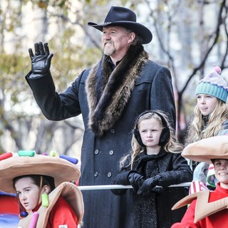 Trace Adkins in 86th Annual Macy's Thanksgiving Day Parade