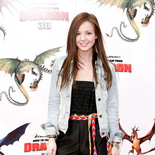 Samantha Droke in Los Angeles Premiere of 'How to Train Your Dragon'