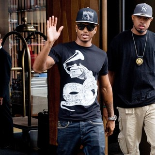 Trey Songz - Trey Songz Leaving His Manhattan Hotel