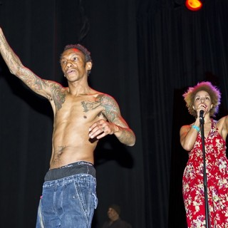 Tricky and Martina Topley-Bird Perform