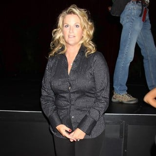 Trisha Yearwood in Garth Brooks Announces That He Will Come Out of Retirement to Perform A Series of Special Engagement