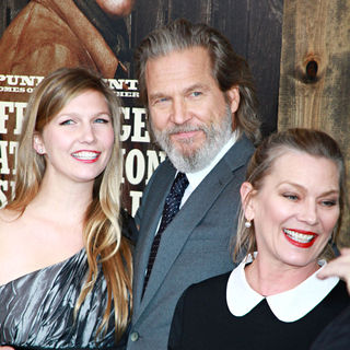 Isabelle Bridges, Jeff Bridges, Susan Geston in New York Premiere of 'True Grit'