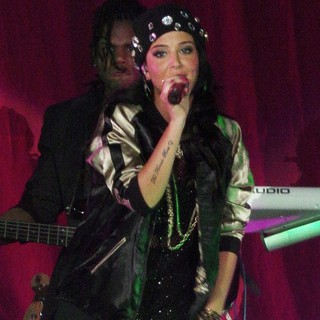 Tulisa Performing Live in Concert as Her UK Tour Start Here Supporting Ne-Yo - tulisa-performing-live-07