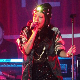 Tulisa Performing Live in Concert as Her UK Tour Start Here Supporting Ne-Yo - tulisa-performing-live-12
